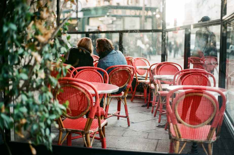 Conversations – Strangers in the cafe